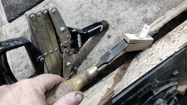examine pop rivet fixing